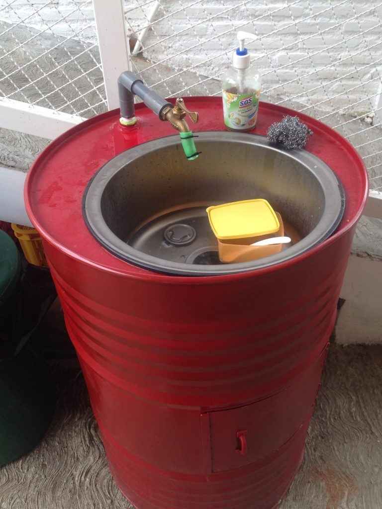 Drum tempat cuci wadah kotor